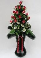 Корзины плетёные с цветами ,свечи | Большой выбор ритуальных свечей разных форм по разумным ценам
